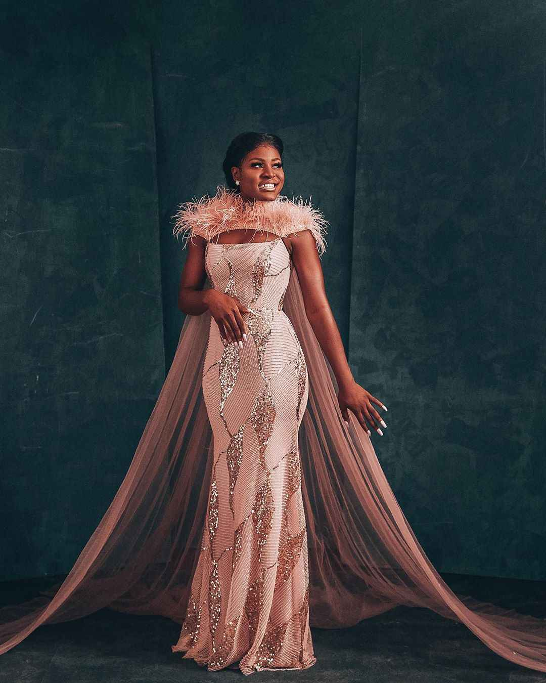 VIDEO: Alex  fans surprises her with 1 million naira to celebrate her 24th birthday