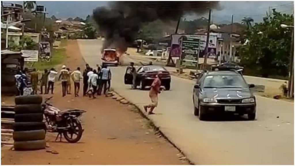 ONDO 2020: Akeredolu's convoy attacked, Jegede's loyalists clash, scores injured